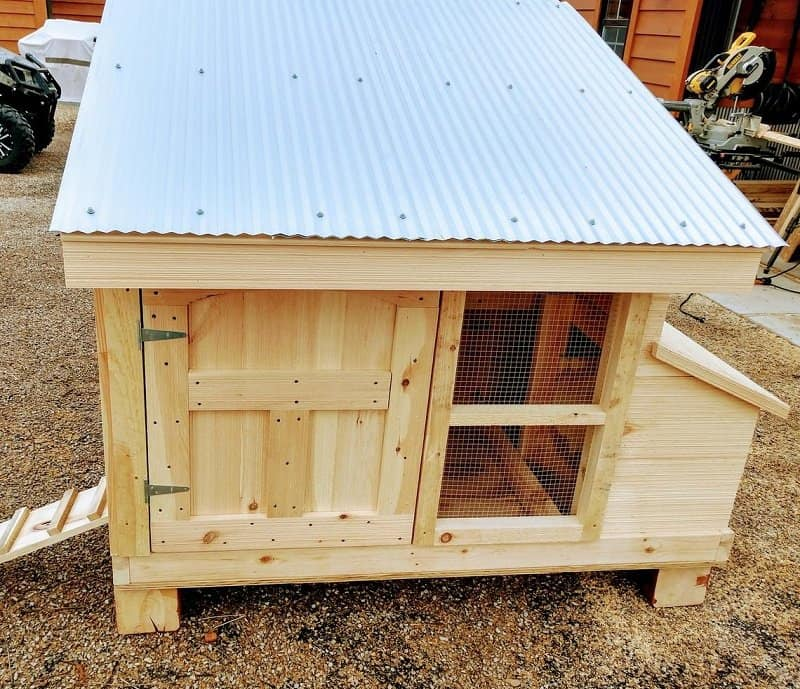 Small Wooden Hutch Style chicken coop sized for 4 chickens